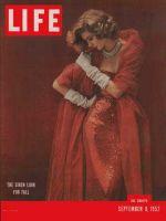 Life Magazine, September 8, 1952 - Siren look, fashion