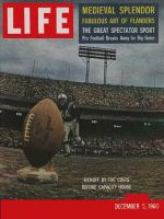 Life Magazine, December 5, 1960 - Pro football kickoff